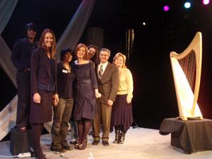 Orla Fallon com o time KVIE PBS em seu concerto em Sacramento