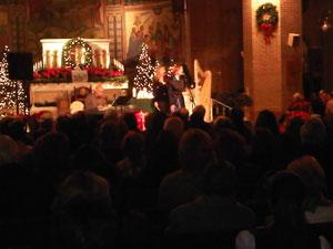 Orla tocando para os membros de WLIW na Igreja St. Patrick de Bay Shore em Long Island