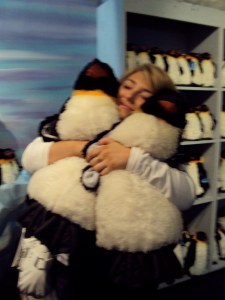 Chloe com os penguins